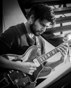 Mike De Souza Jazz Guitarist 002